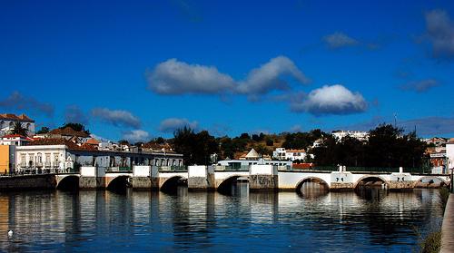 Tavira Portugali source:http://www.flickr.com/photos/daeve/387198551/