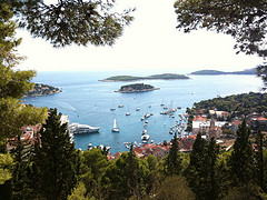 Hvar Kroatia matkat source: http://www.flickr.com/photos/jphussey/3906463283/