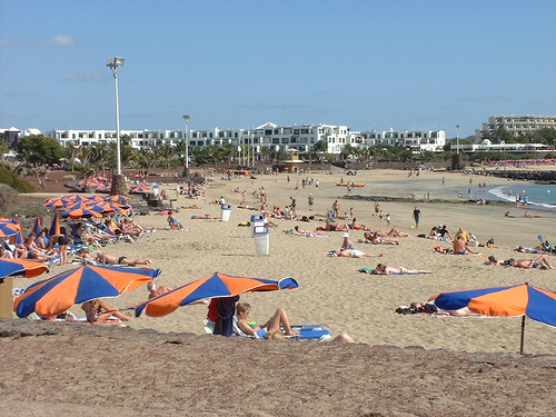 Costa Teguise matkat source: http://www.flickr.com/photos/paulholloway/79371635/sizes/m/in/photostream/